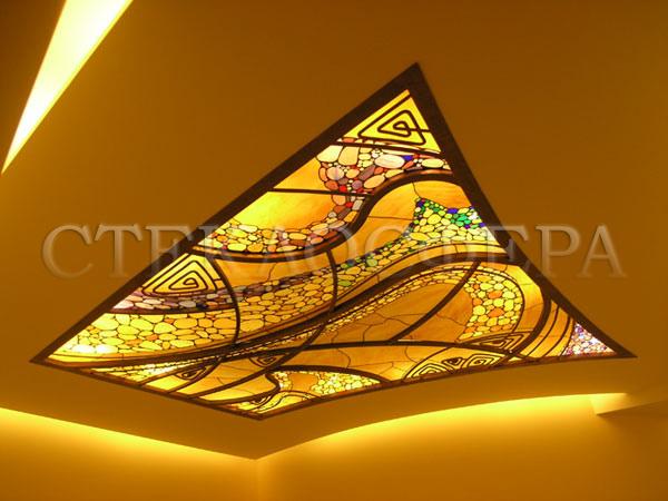 Витражные потолки, витражи на потолок (потолочные витражи). Абстрактный витраж в кованой раме в сложной технике