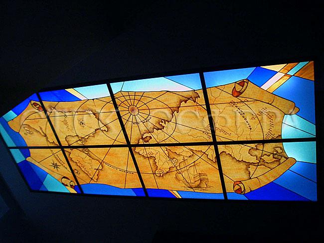 Витражные потолки, витражи на потолок (потолочные витражи). Витражный потолок «Старинная карта»