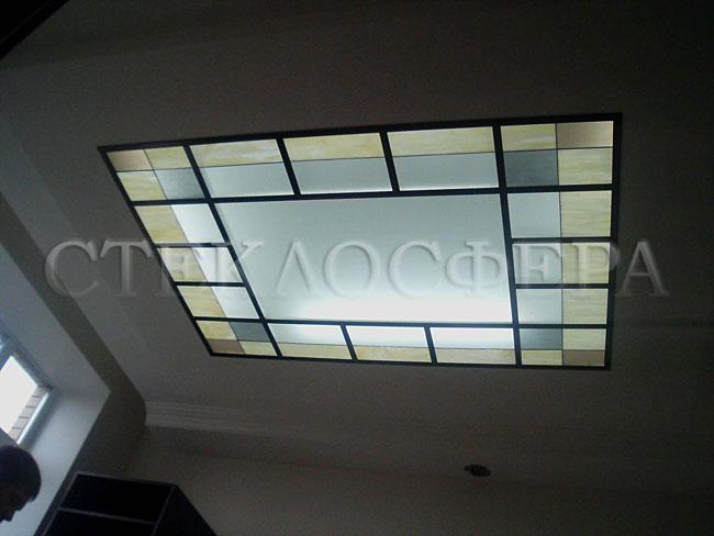 Витражные потолки, витражи на потолок (потолочные витражи). Витражный плафон в комнате переговоров