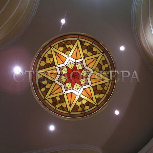 Витражные потолки, витражи на потолок (потолочные витражи). Витраж с симметричным геометрическим узором