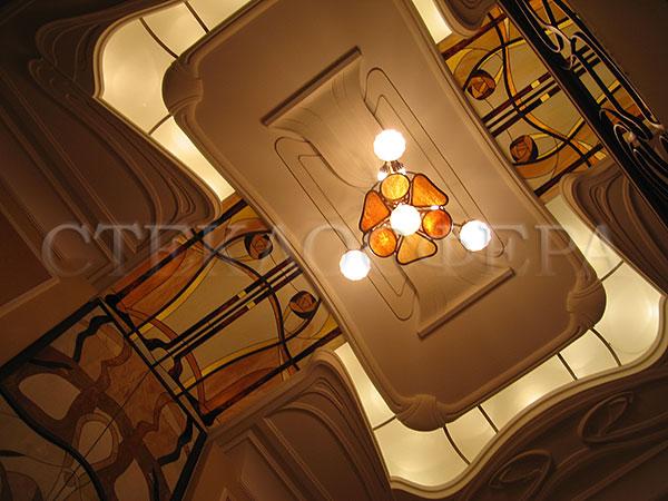 Витражные потолки, витражи на потолок (потолочные витражи). Потолок зала с витражным остеклением