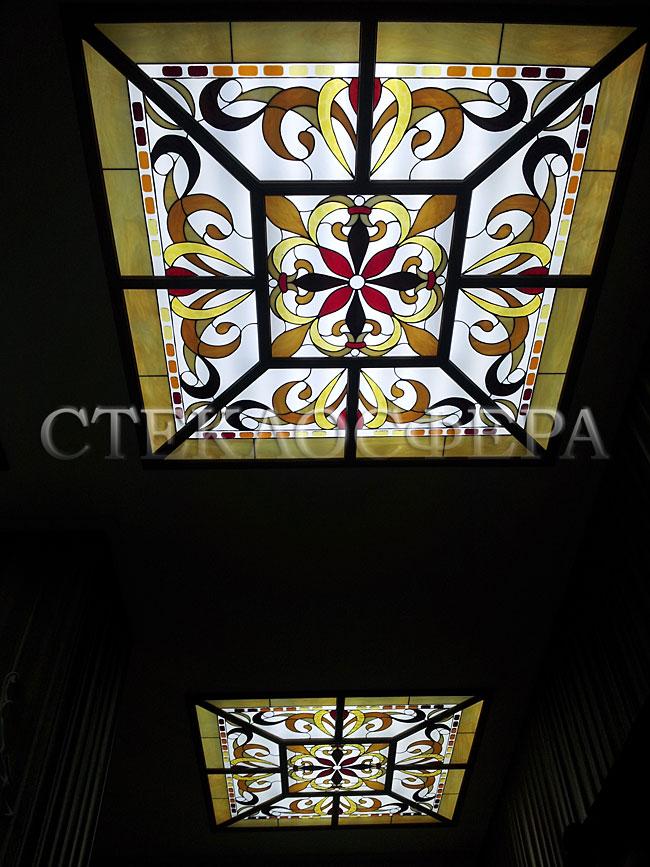 Витражные потолки, витражи на потолок (потолочные витражи). Витражный потолок в дубовой раме «Русский»