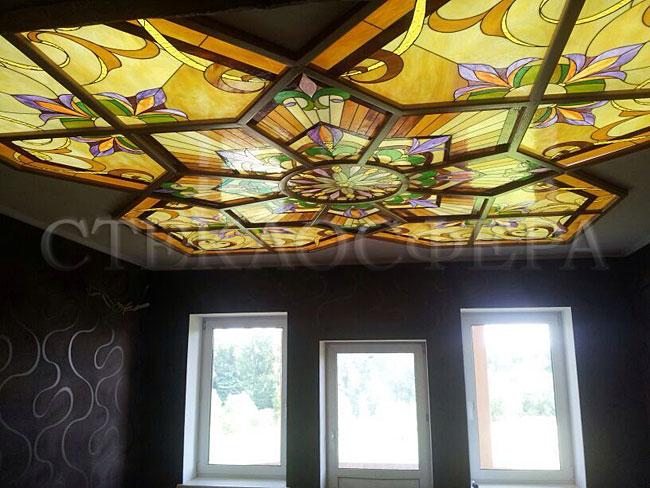 Витражные потолки, витражи на потолок (потолочные витражи). Витражный потолок в деревянной раме