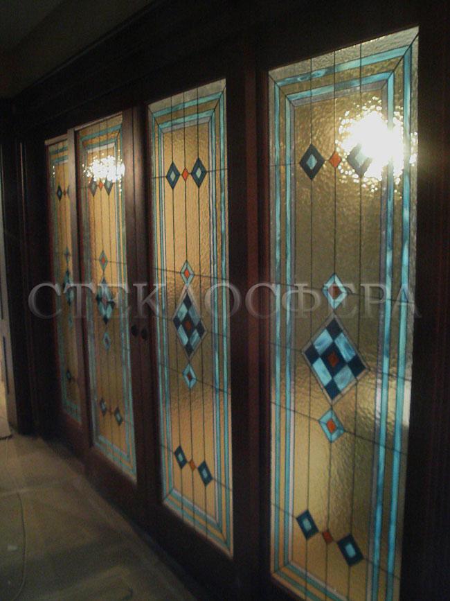 Стеклянные двери (с витражами), витражи для дверей на заказ в Москве. Декоративный витраж «норвежский конструктивизм»