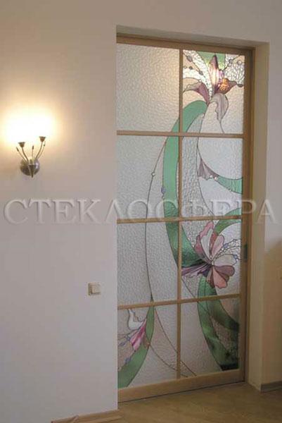 Стеклянные двери (с витражами), витражи для дверей на заказ в Москве. Раздвижная дверь с витражом «Орхидея»