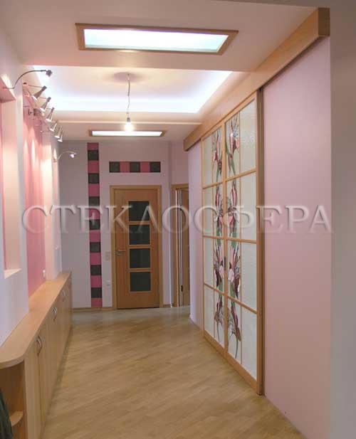 Стеклянные двери (с витражами), витражи для дверей на заказ в Москве. Дверь с витражной молированной аппликацией на стекло «Золотая пена»