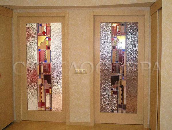 Стеклянные двери (с витражами), витражи для дверей на заказ в Москве. Витражные межкомнатные двери с абстрактным рисунком