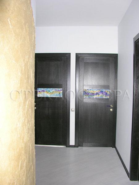 Стеклянные двери (с витражами), витражи для дверей на заказ в Москве. Двери с молированной вставкой «лазурная пена»