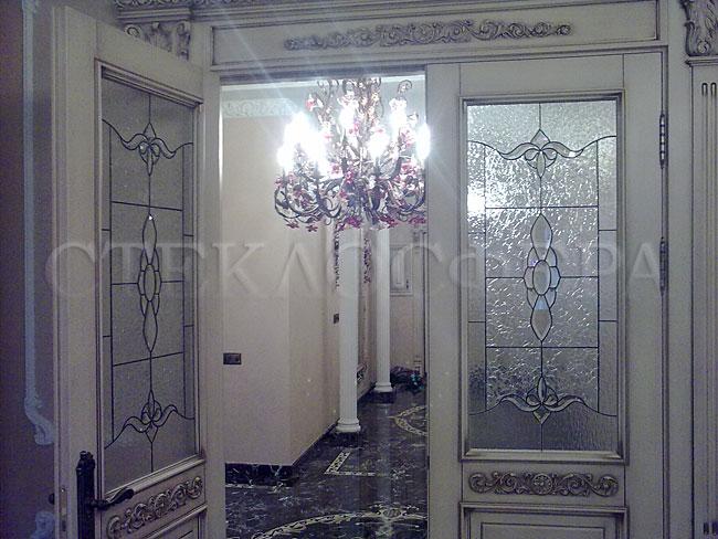 Стеклянные двери (с витражами), витражи для дверей на заказ в Москве. Витражные двери с вставками «Классика»