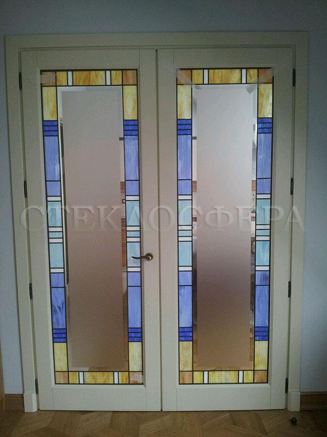 Стеклянные двери (с витражами), витражи для дверей на заказ в Москве. Цельная витражная вставка в дверь «Анлгийский стиль»