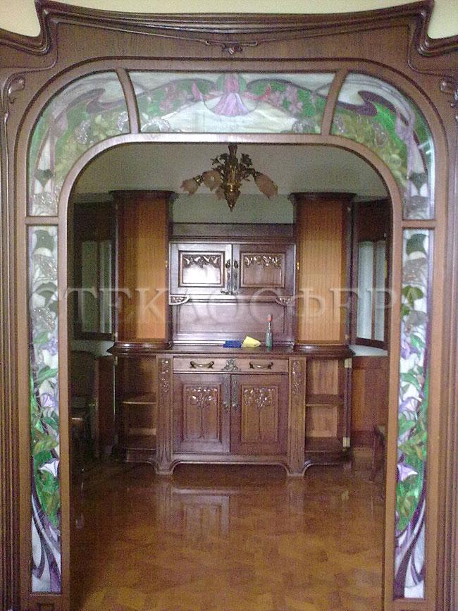 Стеклянные двери (с витражами), витражи для дверей на заказ в Москве. Витражные вставки в дверной проем