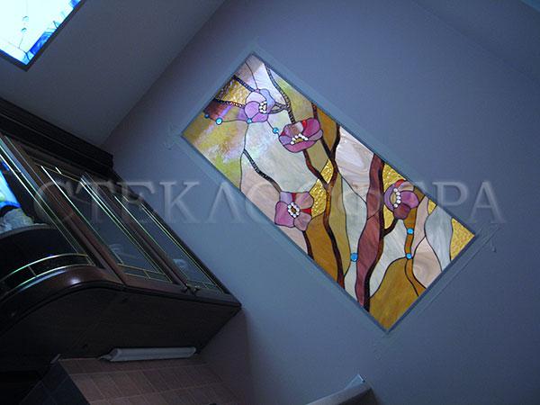 Оформление ниши, витраж в нишу, дизайн ниши в стене. Ниша в кухне, рисунок «Маки»