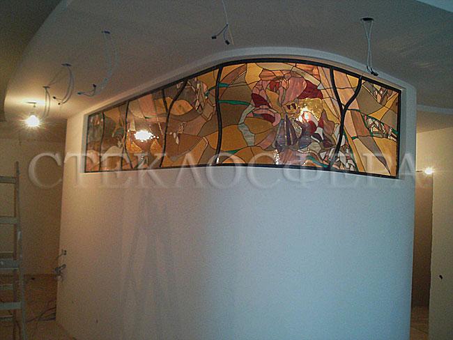 Оформление ниши, витраж в нишу, дизайн ниши в стене. Витражная вставка в сложной алюминиевой раме