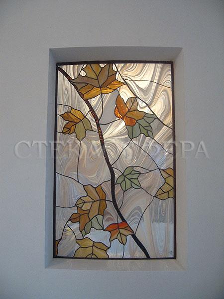 Оформление ниши, витраж в нишу, дизайн ниши в стене. Витраж «Клен», опалесцирующее стекло