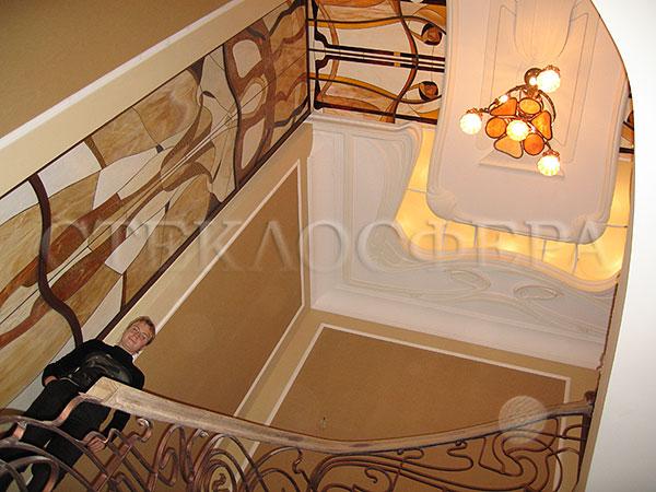 Оформление ниши, витраж в нишу, дизайн ниши в стене. Витражная вставка (ниша) в лестничном холле