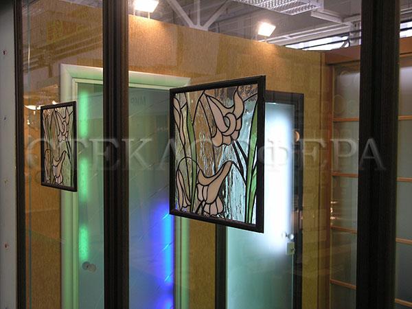 Сувениры и изделия из художественного стекла, производство эксклюзивных стеклянных сувениров. Витражные вставки в стеклянной перегородке
