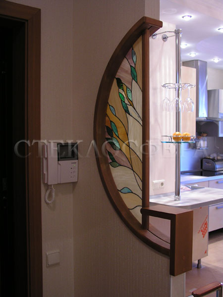 Сувениры и изделия из художественного стекла, производство эксклюзивных стеклянных сувениров. Витражная вставка из цветного стекла
