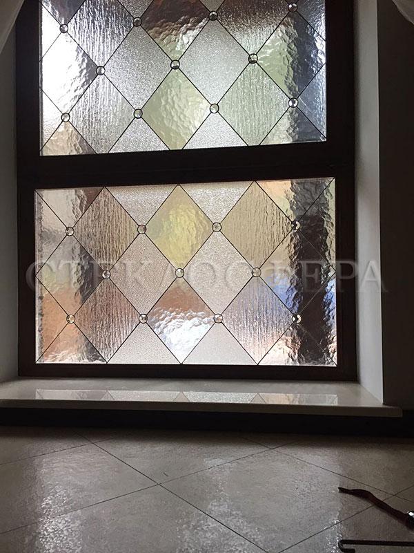 Витражи на окна. Купить витражные окна в Москве. Витражное окно в геометрическом стиле