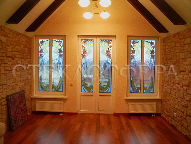 Витражи на окна. Купить витражные окна в Москве. Витражные окна с современным цветочным рисунком, класиический витраж Тиффани