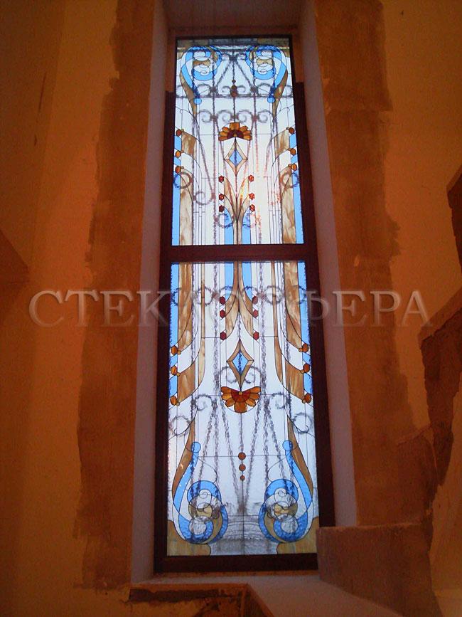 Витражи на окна. Купить витражные окна в Москве. Витражное окно с симметричным авторским рисунком