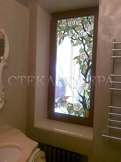 Витражи на окна. Купить витражные окна в Москве. Витражное окно в ванной «Пионное дерево»
