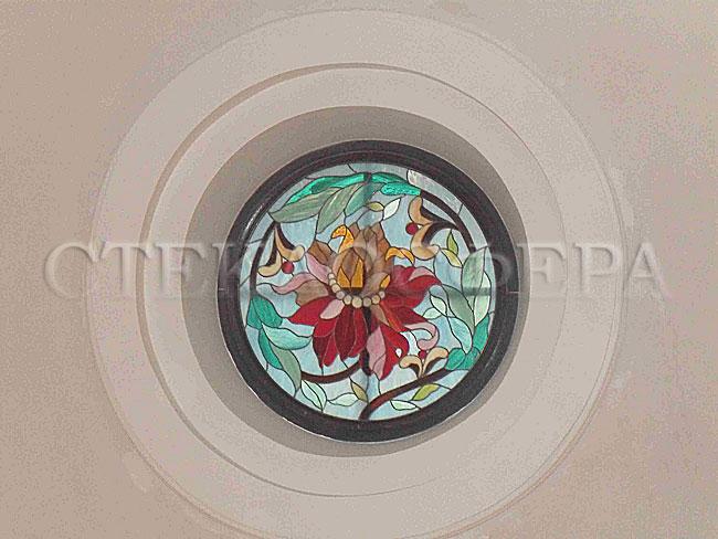 Витражи на окна. Купить витражные окна в Москве. Круглое витражное окно в потолке