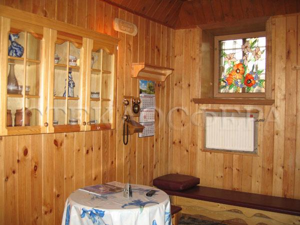 Витражи на окна. Купить витражные окна в Москве. Изящное окошко сауны с рисунком «Маки»