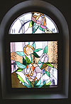 4-10 Арочное окно с витражом «Пионы» - Витражи на окна. Купить витражные окна в Москве