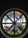 4-13 Круглое окно с витражом «Пионы», витражное стекло - Витражи на окна. Купить витражные окна в Москве